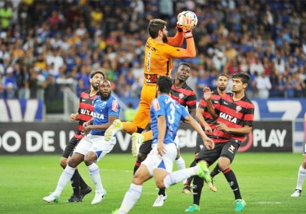 Brasileirão: Cruzeiro para em Fernando Miguel e empata com Vitória