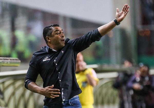 Jorginho não resiste a derrota em casa e é demitido do Bahia