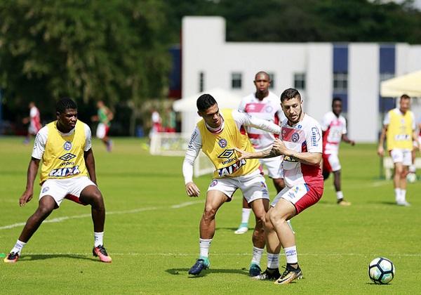 Sidcley comemora gol em vitória do Atlético-PR sobre o Bahia
