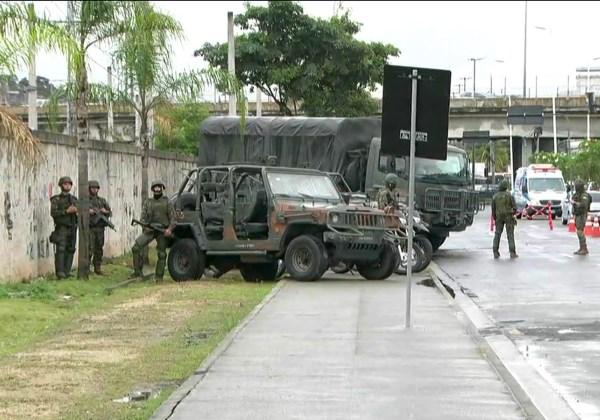 Polícia e Forças armadas fazem operação conjunta na comunidade do Jacarezinho