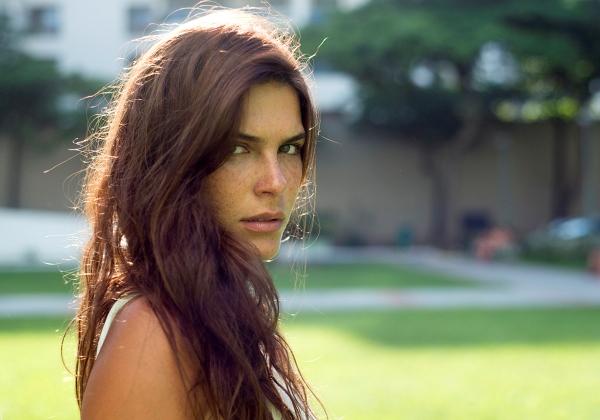 Mariana Goldfarb, namorada de Cauã Reymond, tem perfil hackeado em rede social