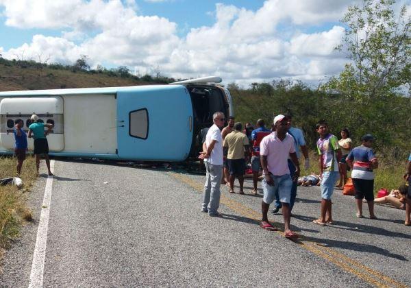Ônibus tomba na Chapada Diamantina e deixa ao menos 5 mortos Bahia