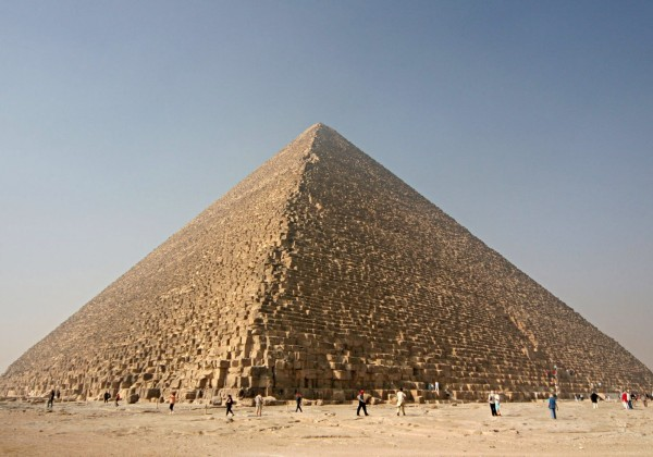 Arqueólogos descobrem câmara vazia na Grande Pirâmide de Queops no Egipto