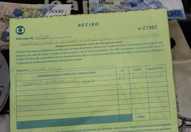 """E recibo da Rede Globo, de aluguel para a novela """"Velho Chico"""": antiguidade do futuro."""
