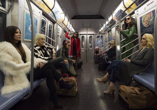 'Oito Mulheres e um Segredo' ganha teaser inédito anunciando o primeiro trailer