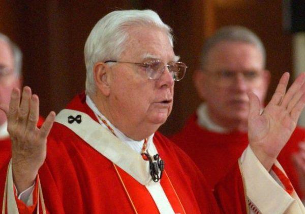 Cardeal envolvido em escândalo de pedofilia nos EUA morre em Roma
