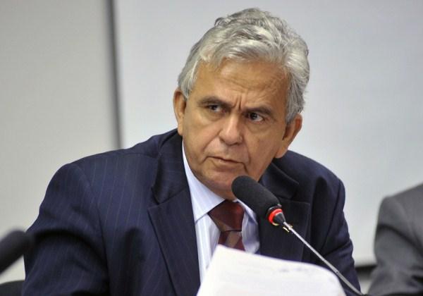 Sarney 'derruba' ministro do Trabalho de Temer