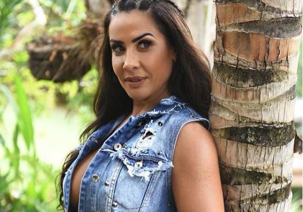 scheila-carvalho Scheila Carvalho exibe barriga definida em rede social; veja aqui! ENTRETENIMENTO