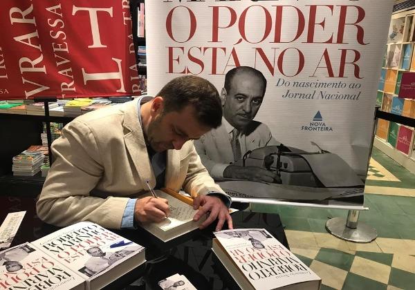 """O jornalista Leonencio Nossa lança biografia """"Roberto Marinho: O Poder Está no Ar"""", Foto: Reprodução/Facebbook"""