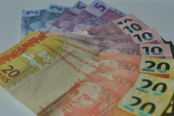 Cerca de 84,4 milhões de trabalhadores irão receber o décimo terceiro salário em 2015. (Foto:Marcello Casal/Agencia Brasil)