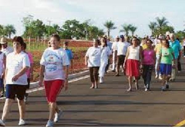 Estudo acompanhou 300 idosos que não tinham o hábito de praticar exercícios físicos e apresentavam comprometimento cognitivo leve Foto Wikimedia commons