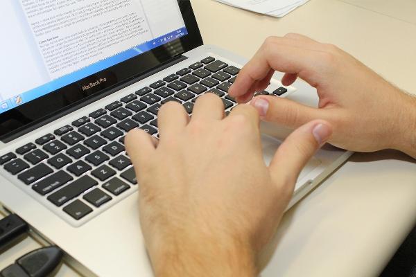 O novo portal vai ajudar esclarecer boato como a instalação de chip nas pessoas. (Foto: Marcos Santos/ USP Imagens / Fotos Públicas)