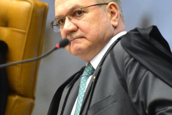O ministro Edson Fachin, durante sessão do STF que julga como deve ser o rito de tramitação do processo de impeachment da presidenta Dilma Rousseff no Congresso. (Foto: José Cruz/Agência Brasil)