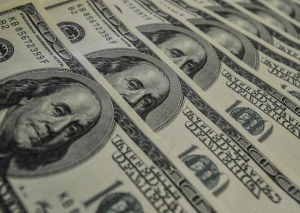 O dólar à vista abriu 2016 em forte alta no mercado de balcão, negociado na casa dos R$ 4,04. (Foto: Marcello Casal Jr/Agência Brasil/Fotos Públicas)