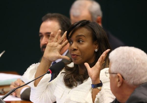 Tia Eron (PRB-BA) votou a favor do relatório do deputado MArcos Rogério, que pede a cassação de Cunha (Foto: Dida Sampaio/ Estadão COnteúdo)