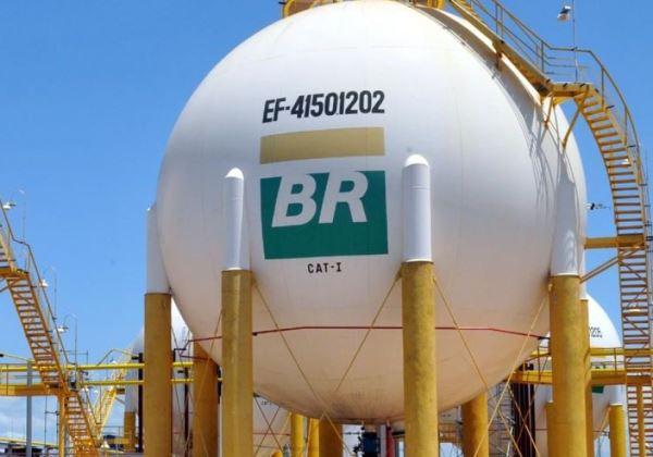 Resultado de imagem para Petrobras devolve concessões de distribuição de gás natural no Uruguai