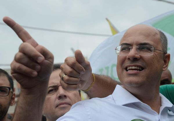 Rio de Janeiro - O candidato ao governo do estado do Rio, Wilson Witzel ( (PSC/PROS), participa de caminhada no bairro de Campo Grande, zona oeste da cidade.