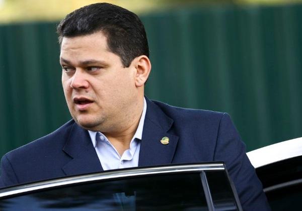 Alcolumbre diz a aliados que não vai recorrer da decisão do STF que barrou reeleição