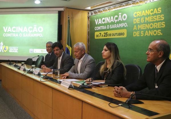 O ministro da Saúde, Luiz Henrique Mandetta (2º E), em entrevista coletiva (Foto: Valter Campanato/Agência Brasil)