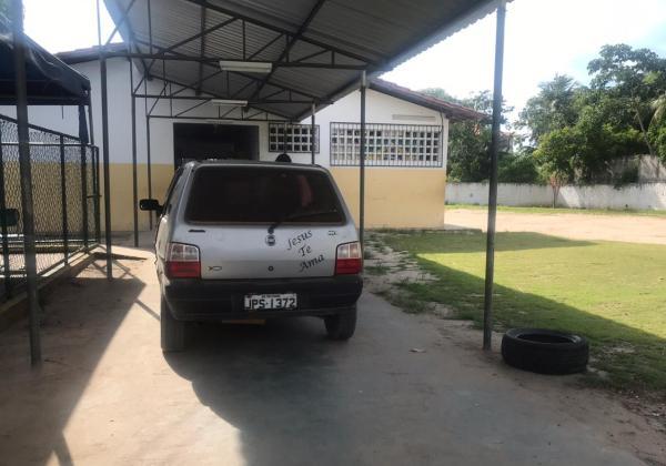 Fiat Uno supostamente utilizado para o transporte de alunos da Escola Municipal Rural Boa União
