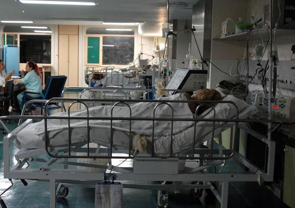 Brasília - Unidade de Terapia Intensiva (UTI) do Hospital Regional de Taguatinga. Em alguns hospitais do Distrito Federal faltam leitos para os pacientes.  Foto: Marcello Casal JR/ Agência Brasil