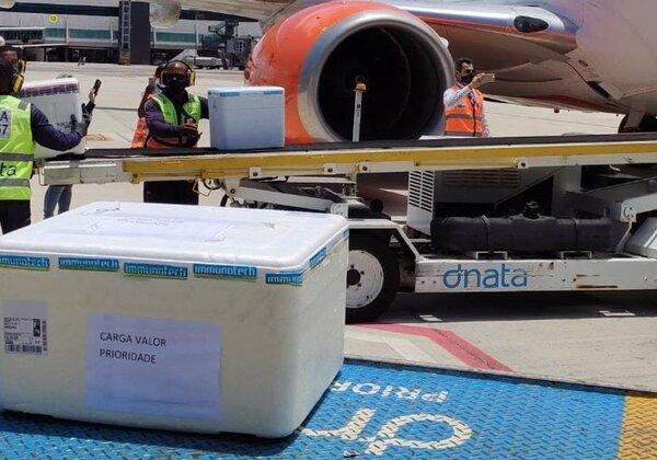 Lote de vacinas no aeroporto de Salvador (Foto: Divulgação/Sesab)